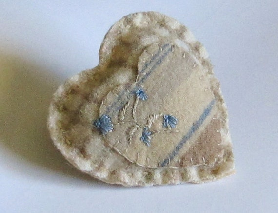 Wool pocket heart/ embroidered blue and beige/ double hearts