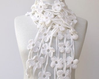 White TRIO BLOOM Scarf-Ready for shipping