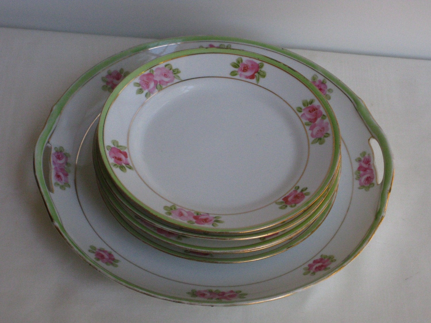 Cake Plate Decorater