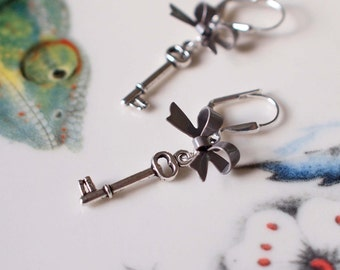 Katie Bows and Keys Earrings - Silver Gray