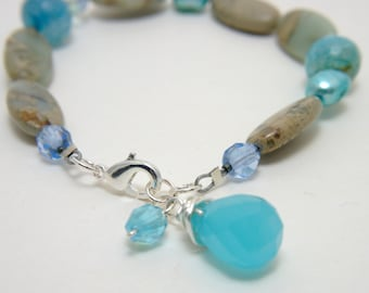 Stone dangle bracelet - Ilmatar/Teal, blue glass beads and drop, freshwater pearls