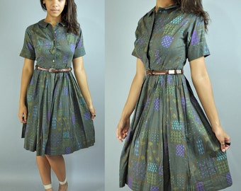 50s vintage DAY DRESS / retro Atomic Print cotton day dress w/ full Pleated Skirt & Peter Pan collar xs / s extra small / small