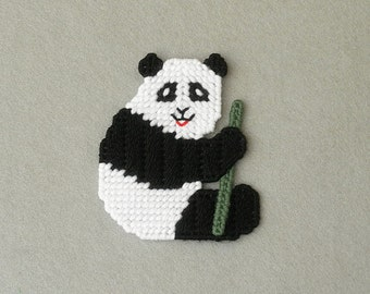 Plastic Canvas Panda Magnet / Zoo Animal