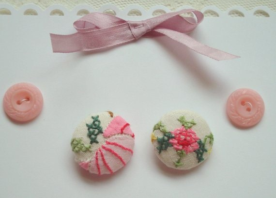 Covered buttons in vintage cross stitch linen