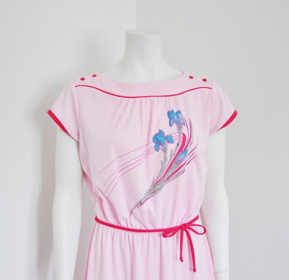 1980s Vintage Pink POLY COTTON Floral Print Summer Dress With Fuchsia Accents M L