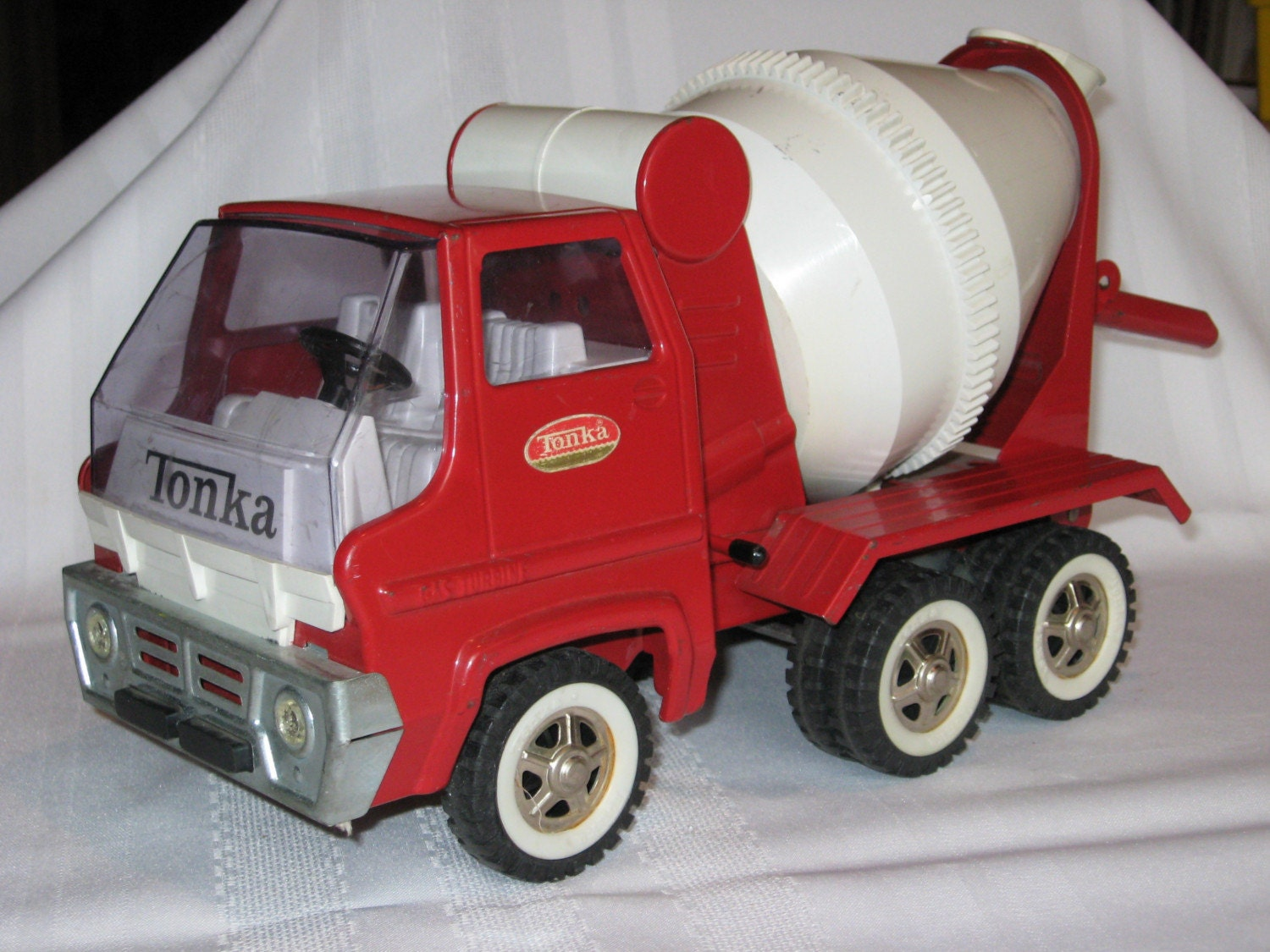 MISCELLANEOUS antique collectible Diecast cars trucks