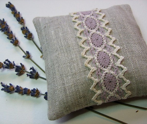 Scented Sachet, Organic Lavender Flowers, Natural Linen and Lace, Provence, France - LAST ONE