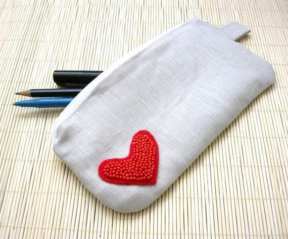 CIJ SALE - El Amor - Linen Zipper Pouch with Heart Applique