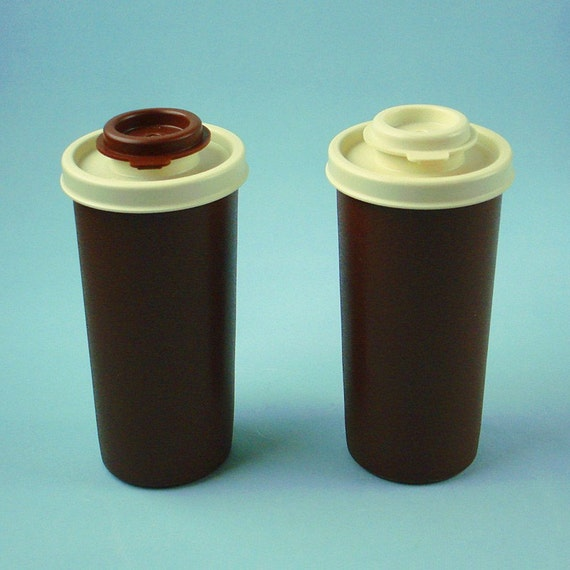 Sale tupperware salt and pepper shakers for Vintage tupperware salt and pepper shakers