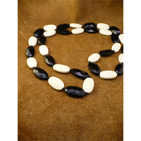 Large Chunky Beaded Black & White Necklace - Very Long 25 Inch Necklace with No Clasp - Vintage 1980s Jewelry