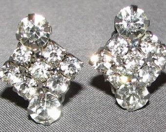 Vintage Gleaming Rhinestone Earrings 5447 Free Shipping