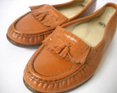 Vintage Loafers . Leather Flats . Tassels.  FREE SHIPPING