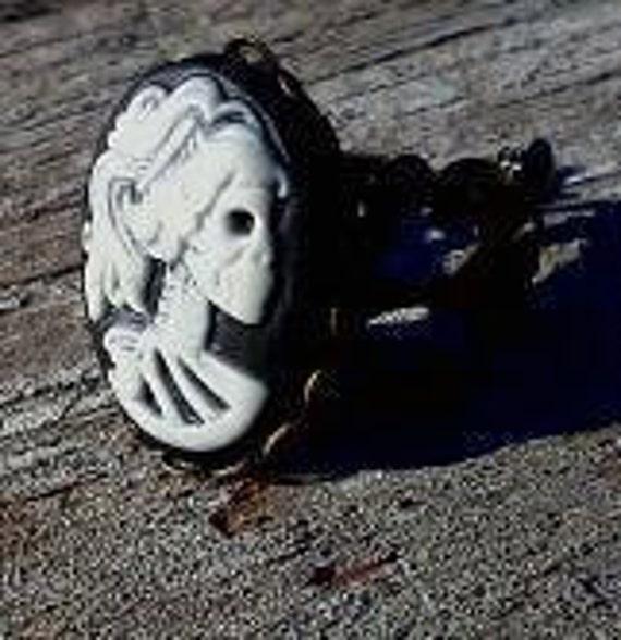 Black skull dame adjustable ring