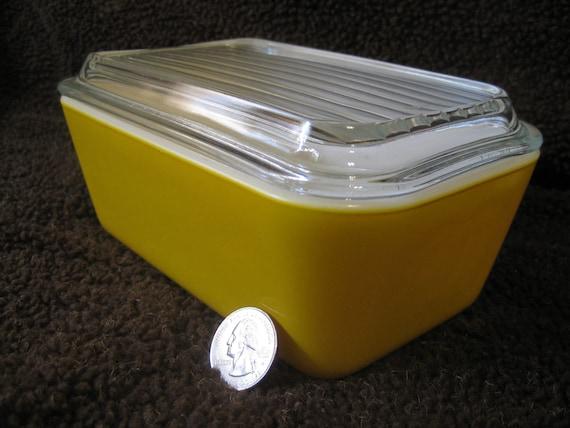 Vintage Pyrex Primary Colors Daisy Yellow Refrigerator Dish No. 502 / 1 1/2 Pt