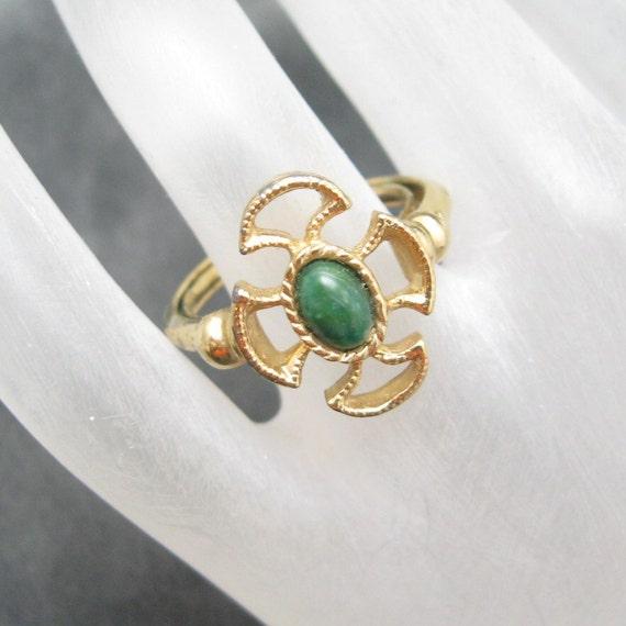 Vintage Ring Green Avon Baroness