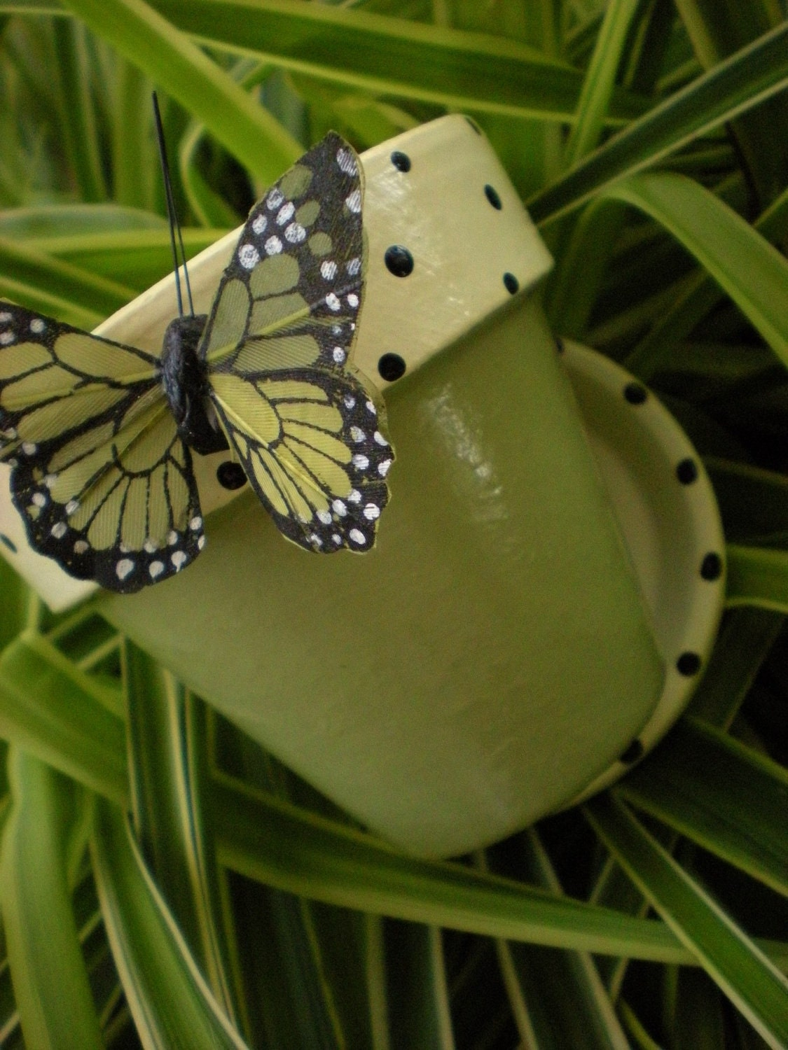 hand painted flower pots with matching butterfly. Black Bedroom Furniture Sets. Home Design Ideas