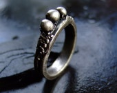 Ladies handmade silver ring size 8 & half: Silver Pearls