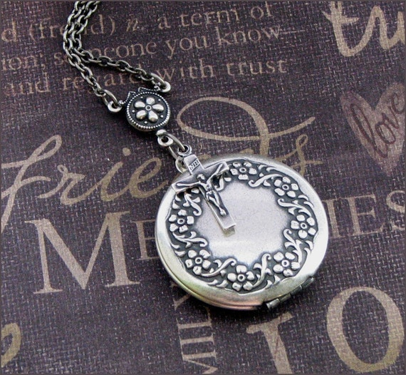 Silver Wreath Locket Necklace- Enchanted Blessings - Handmade by TheEnchantedLocket