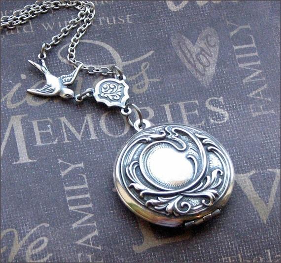 Silver Locket Necklace - Photo Picture Locket - Vintage Style Jewelry - Elena - Wedding Valentines Christmas Bride Gift -TheEnchantedLocket