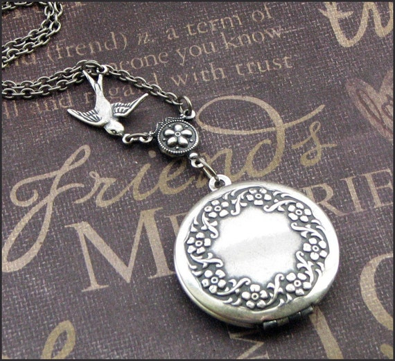 Silver Wreath Locket Necklace- Enchanted Sparrow - Handmade by TheEnchantedLocket