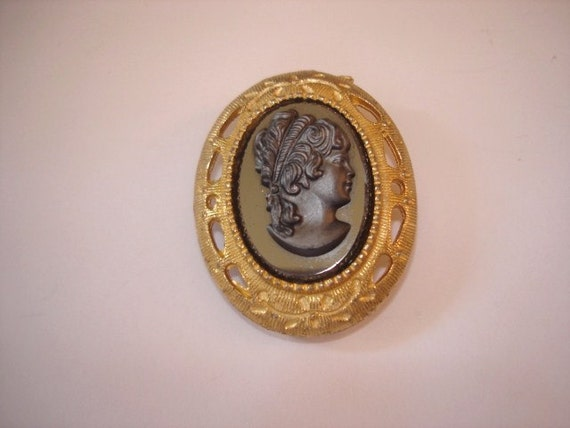 Black Glass Lady Cameo Gold Tone Vintage Jewelry  Brooch