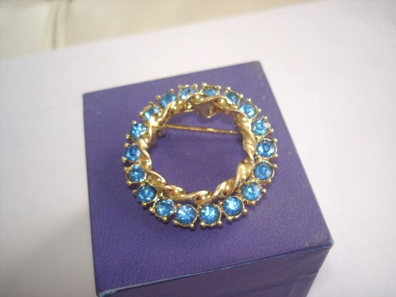 Vintage Jewelry Blue Rhinestone Brooch Gold Tone.