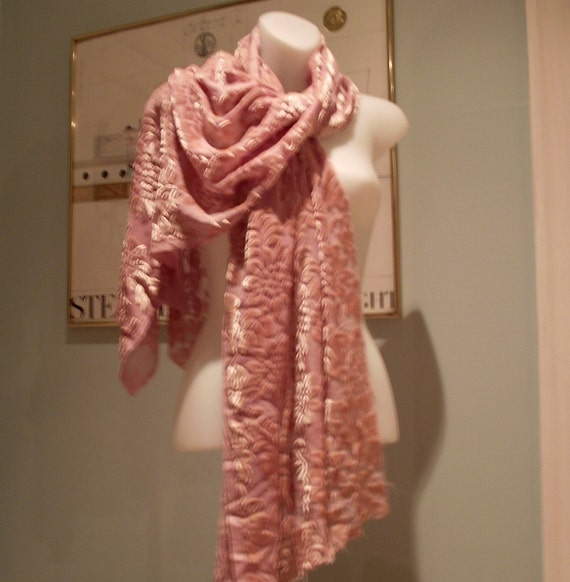 Reserve for Donna Bentley, Pink burn out scarf