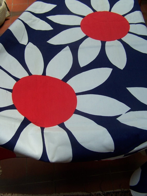 1 yard plus 18 inches Vintage fabric Bold 1960 Large Daisy VINTAGE by Plantdreaming