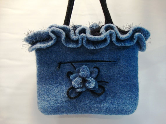 Blue felted purse with flower - Lined with zipper pockets