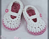Mary Janes Crochet Pattern for BULKY yarn Baby Button Maryjanes.  Super quick. 4 sizes, newborn to 12 months. digital
