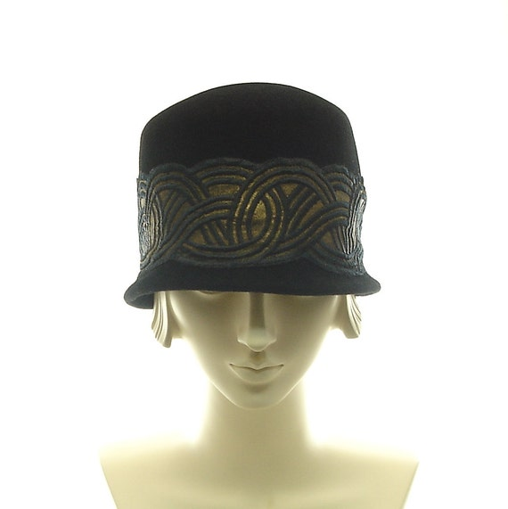 Felt Cloche Hat for Women - 1920s Flapper Hat - Black Hat - Art Deco Fashion Hat - size small