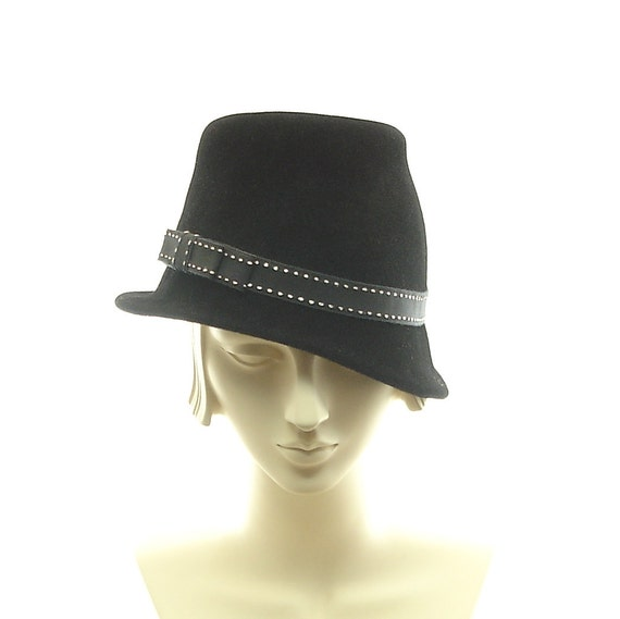 1930s Hats Women http://www.etsy.com/listing/95423959/cloche-hat-for-women-1930s-fashion-hat