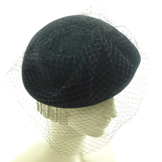 Mad Men Funeral Hat for Women - 1960s Retro Style Hat - Black Pillbox Hat with Veil