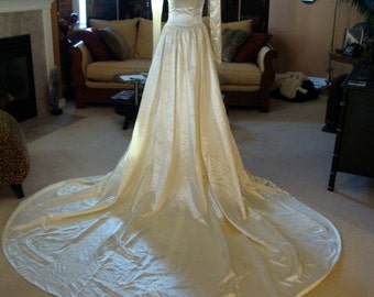 Stunning Vintage Liquid Satin Wedding Dress