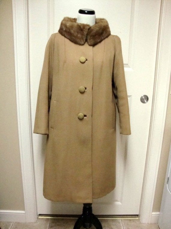 Beautiful Vintage Coat with Mink Collar 1940s  or 50s