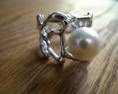 rung ring with white pearl