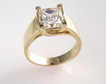 Lucita Solitaire Style Womens Ring