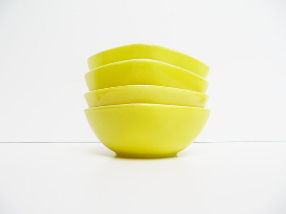Small Summer Yellow Pyrex Hostess Set Square Bowls