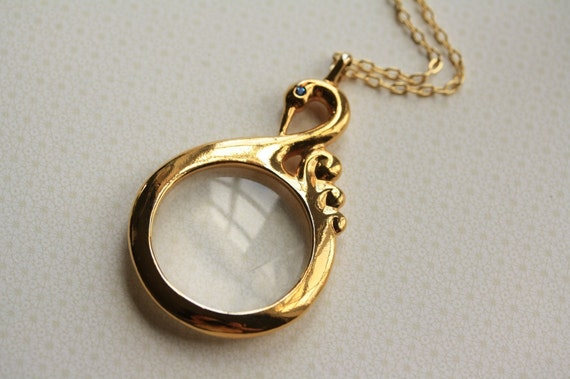 Vintage Swan Necklace, Bird Magnifying Glass Pendant, Long Magnifier Necklace, Long Gold Jewelry, Swan Pendant, Long Pendant