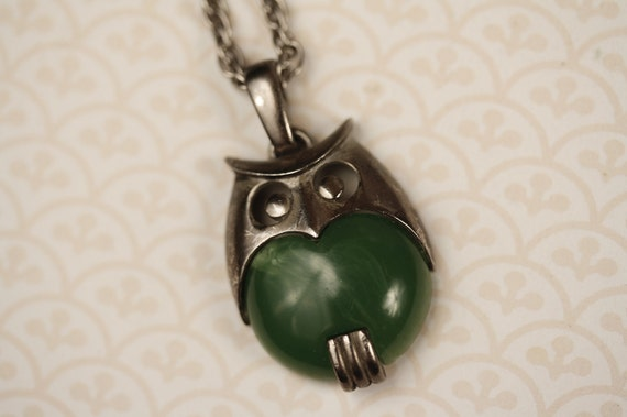 Long Green and Silver Owl Necklace, Vintage Marbled Trifari, Rope Chain, Small to Medium Pendant, Collectible, Art Deco, SImple and Sleek