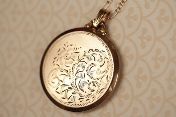 Gold Filled Locket Necklace with Top Hinge and Removable Frames, Round Floral Pendant, Black and White Photos, Large, Vintage Jewelry