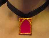 Red & gold relief arch pendant