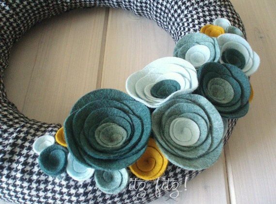 Yarn Wreath Felt Handmade Door Decoration - Houndstooth 12in