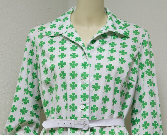 Vintage Button-front dress with all-over shamrock print Serbin Traveler