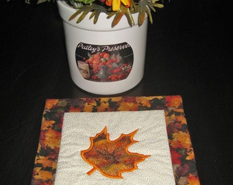 Decorative Fall  Mat with Appliqued Maple Leaf