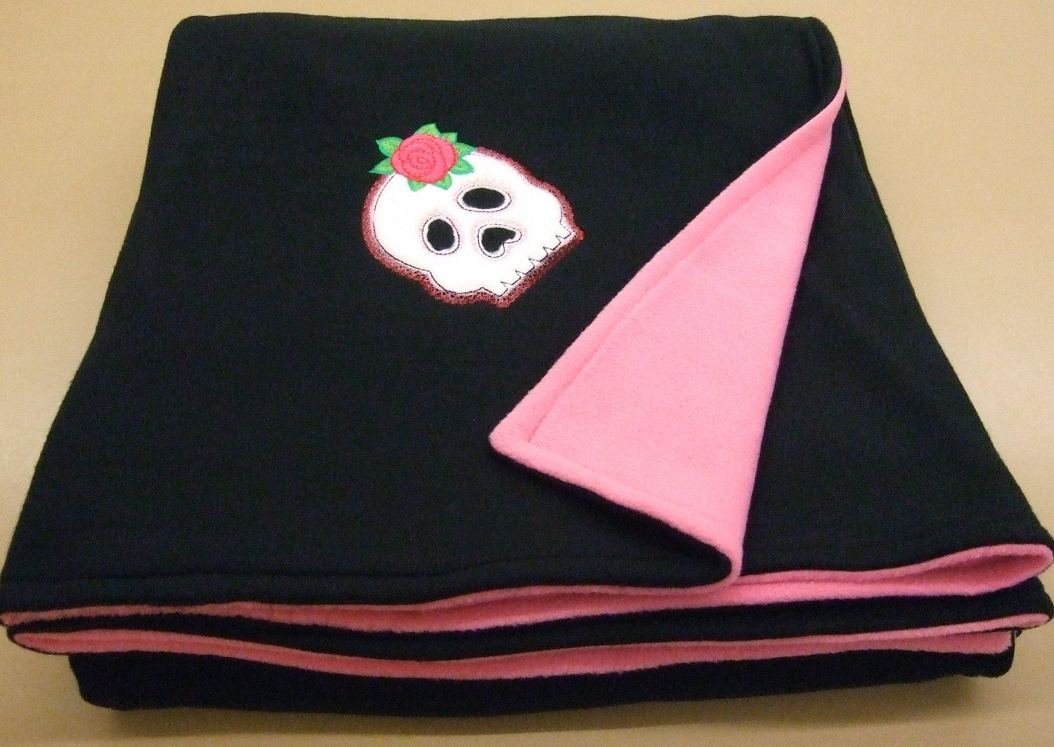 Pink and blackfleece blanket with skull applique embroidery
