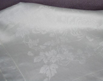 Damask White Linen Tablecloth and Napkin Set