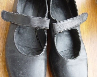comfy rubber sole mary janes sz 5
