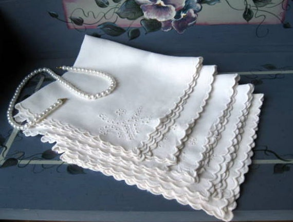 Vintage Napkins, Dinner Napkins, Scalloped, Embroidered, Shabby Cottage, French Country, by mailordervintage on etsy