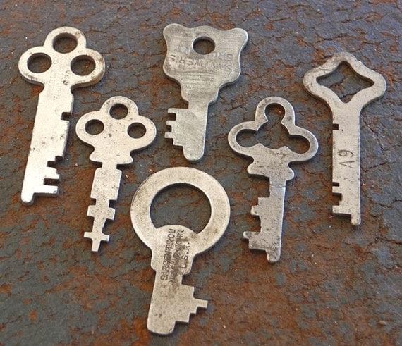 SIX Antique Silver Steel Rusty Prim Vintage Skeleton FLAT KEYS Small Medium Large